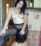 imagen Lesbiana dominante somete a su obediente perra sumisa