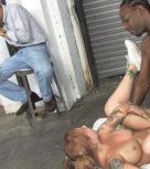 imagen Cornudo sufre al ver a su novia follando con un negro