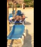 imagen Pareja pillada follando en la hamaca de la playa