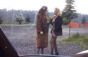 imagen Contrata a una puta transexual para que se folle a su esposa
