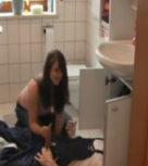 imagen Ama de casa aburrida e insatisfecha se folla al fontanero