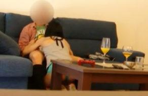 imagen Graba con cámara oculta como se folla al amigo de su hijo