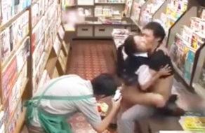 imagen Colegiala violada en una tienda y el dependiente lo graba