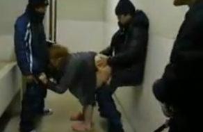 imagen Violación real en los baños públicos de una estación de tren