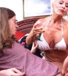 imagen Abuela borracha se folla a su nieto y la madre les pilla
