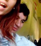 imagen Argentina amateur chupa la verga de su novio en el tren
