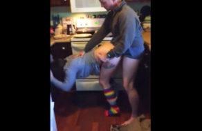 imagen Chilena nalgona follada en la cocina mientras el amigo graba