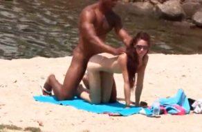 imagen Cubano se folla una zorra en la zona nudista del pantano de San Juan