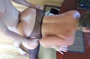 imagen Madre ayuda a su hijo a vencer la timidez (incesto)