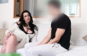 imagen Señora recién divorciada se folla al amigo de su hijo (español)