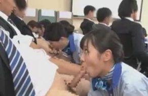 imagen Azafatas japonesas de avión aprenden a contentar a los pasajeros
