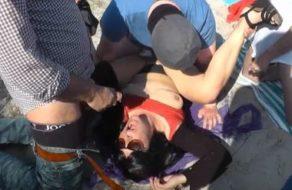 imagen Esposa ninfómana follada por todos los hombres que pasan por la playa