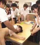 imagen Profesor se folla a una colegiala delante del resto de los alumnos