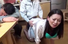 imagen Follando a la esposa del jefe mientras él duerme la borrachera