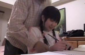 imagen Profesor molesta a su joven alumna y la somete para follársela