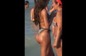 imagen Acosador con alma de voyeur graba un culazo en la playa
