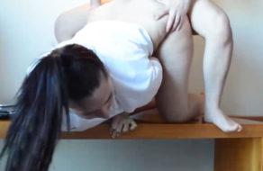 imagen Ven porno y luego se folla a la novia encima de la mesa