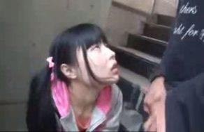 imagen Droga a la hija de sus vecinos para violarla sin que se resista