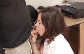imagen La colegiala Alba prefiere las vergas a las golosinas (español)