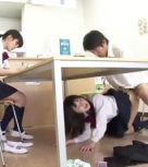 imagen Colegiala follada por su compañero de clase debajo de la mesa