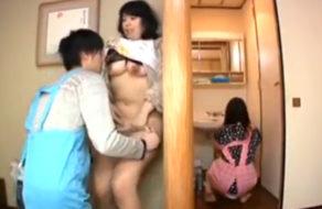 imagen Hijo viola a su madre sin que la hermana se entere (incesto)