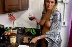 imagen Madre borracha folla con su hijo y se convierte en su puta