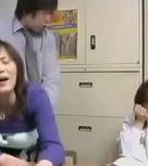 imagen Madre follada por el dueño de una tienda donde ha robado su joven hija