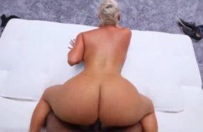 imagen Madura de culazo muy grande se estrena follando en el porno