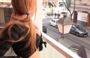imagen Colegiala española seduce a su vecino para que la folle