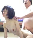 imagen Madura japonesa se deja follar muy fuerte por su marido