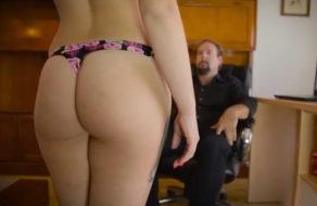 imagen Chica de la limpieza se vende por 200€ (porno español)