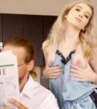 imagen Rubita seduce a su hermano a escondidas del padre (incesto)
