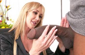 imagen La madurita Brandy Love disfruta la enorme verga del negro