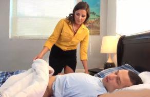 imagen Madre muy puta se folla a su hijo mientras duerme (incesto)