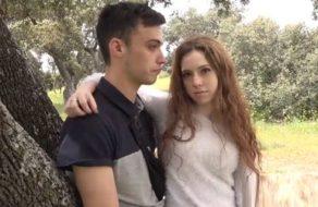 imagen Pareja española muy joven follando al aire libre por el morbo de que les vean