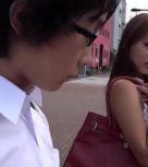 imagen Zorra japonesa abusa de un chico muy joven en el autobus