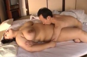 imagen Despierta a la gorda de su mujer para follarla antes del trabajo