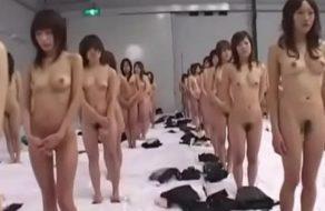 imagen Orgía japonesa brutal con 250 chicas recibiendo rabo sin parar y corriéndose como putas